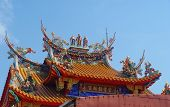 picture of gullible  - colorfyl asian temple roog showing some animal carvings - JPG