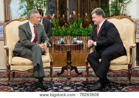 President Of Ukraine Petro Poroshenko And Prime Minister Of Singapore Lee Hsien Loong