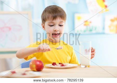 kid eating healthy food at home