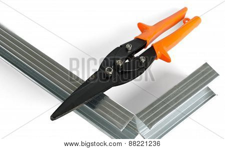 scissors on metal and directing for gypsum cardboard installation