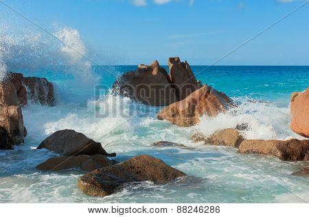 Violent Surf Magnificent Seychelles