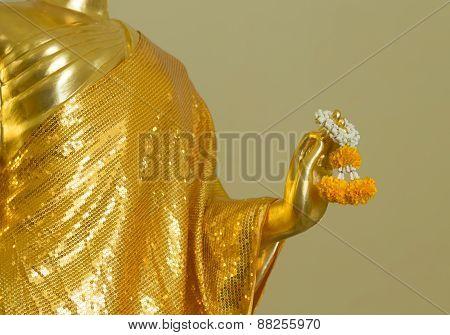 Buddha Statue Hold Garland