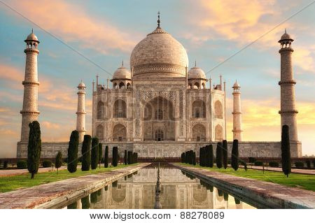 The Magnificent Taj Mahal At A Glorious Sunrise