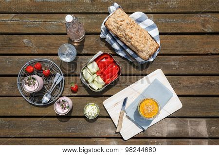 Picnic With Wholemeal-wheat-spelt-bread, Dips, Crudites, Strawberry-yogurt And Lemonade