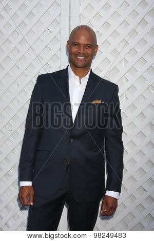 LOS ANGELES - AUG 8:  Dondre T Whitfield at the 17th Annual HollyRod Designcare Gala at the The Lot on August 8, 2015 in West Hollywood, CA