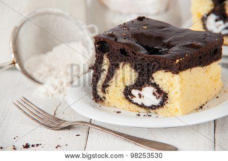Delicious Pound Cake With Cream