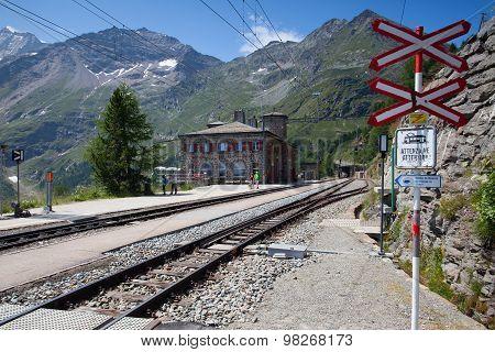 Alp Grum railway station