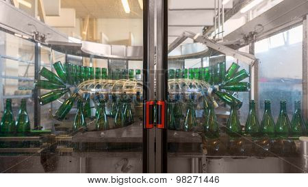 Bottling machine with many bottles