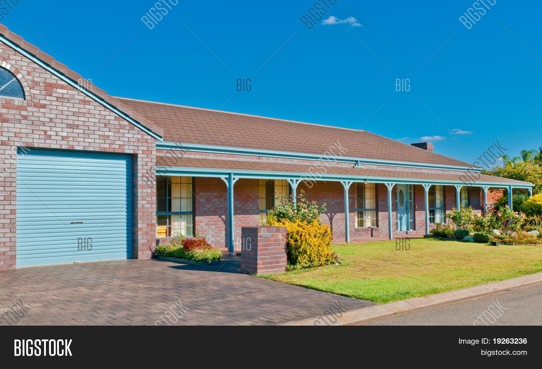 Ranch style luxury home australia image photo bigstock for Ranch style homes australia