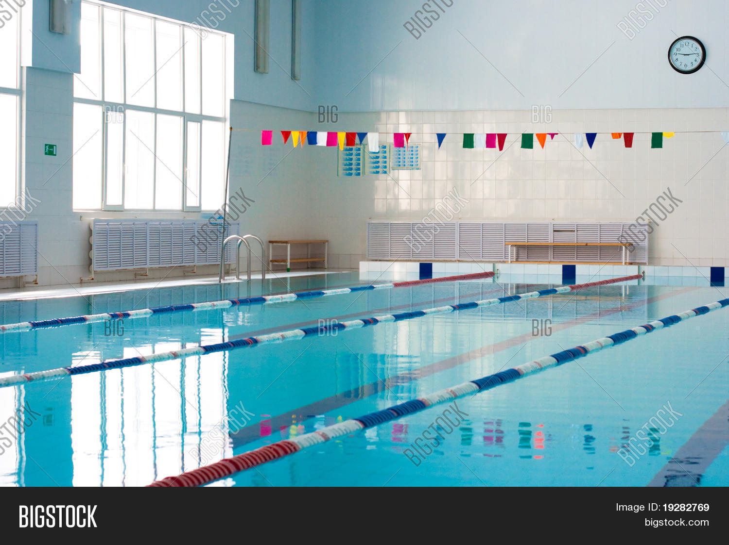 Empty new school swimming pool stock photo stock images for Empty swimming pool