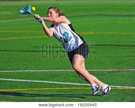 Lacrosse girls eye on the ball