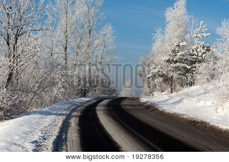 Volta de uma estrada de Inverno