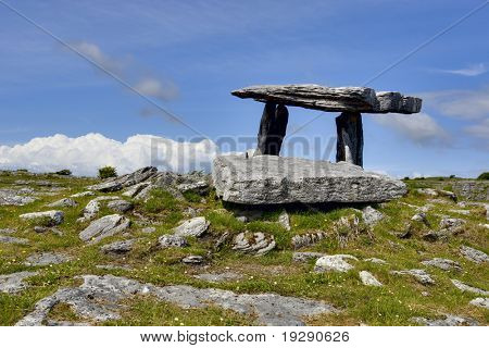 Poulnabrone Portal Tomb Stones im Westen Irlands
