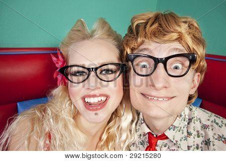 Divertida pareja nerd