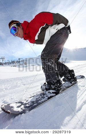 Adrenaline junkie snowboard down hill