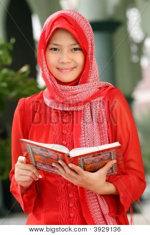 Muslim Girl Readin Koran