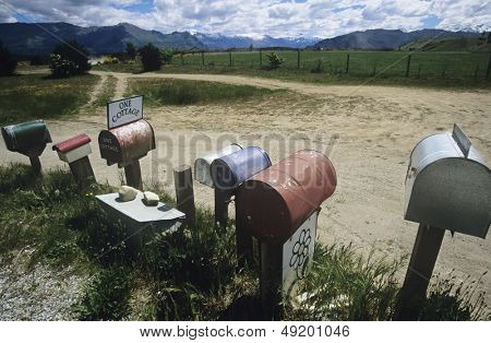 Linha de caixas de correio em configuração não-urbana