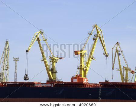 Port Cranes Operating