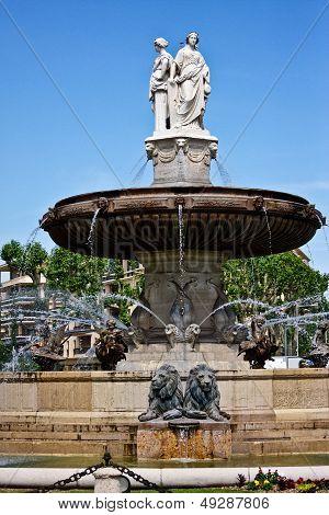 Aix's Fontaine de la Rotonde