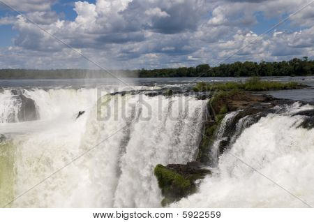 Iguazu Falls- Garganta Del Diablo (close-up)