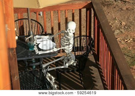 The Worlds Worst Restaurant Service. A customer slowly dies of starvation while waiting for his waiter or waitress at an outdoor caf�© or bead and breakfast. Service so slow he starved to death!