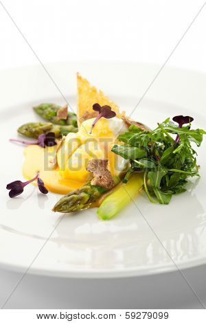 Poached Egg with Asparagus and Crispy Bread