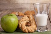 image of buttermilk  - Neapolitan typical bagel with glass of buttermilk and green apple - JPG