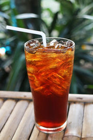 foto of debauchery  - Tea with ice placed on a wooden table - JPG