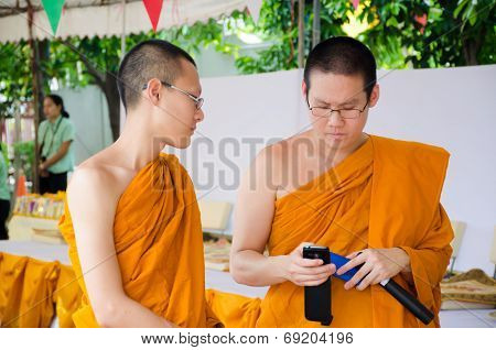 Bangkok ,thailand - 9 July 2014 : Unknown Two Monks In Buddhism Study Project At Wat Rama 9 Kanchana