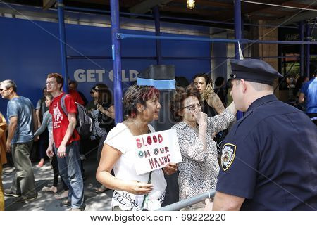 Activists chat with NYPD
