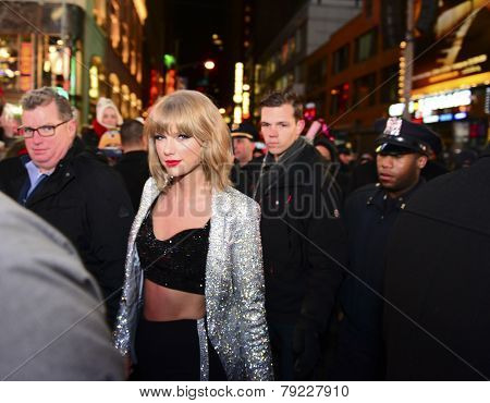 Taylor Swift escorted to the stage