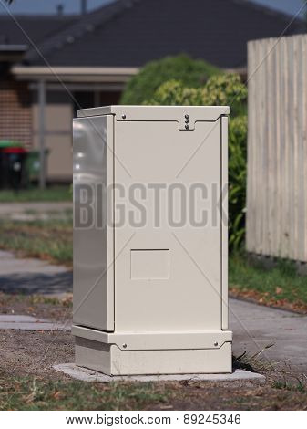 Fiber distribution cabinet roadside