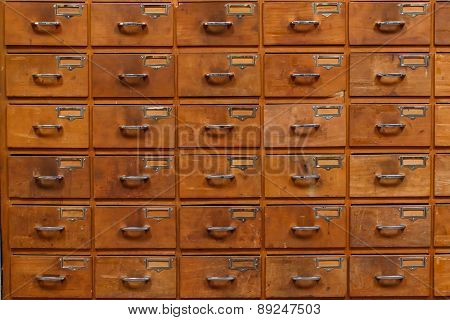 Drawers with blank tags