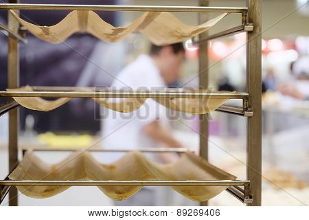 Metal rack for bread