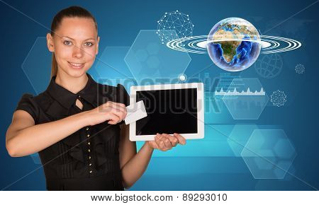 Businesswoman holging tablet and Earth model