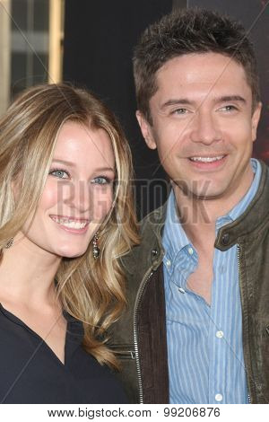 LOS ANGELES - AUG 18:  Ashley Hinshaw, Topher Grace at the