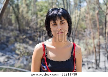 young casual woman portrait, outdoors