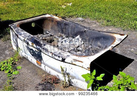 Bath tub full of ashes serves as an incinerator