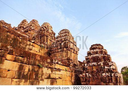 Phnom Bakheng In Angkor Wat, Cambodia