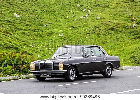 Mercedes-benz W115 E-class