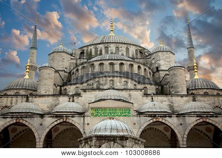 Blue Mosque from courtyard against beautiful sky, Istanbul, Turkey