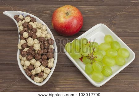 Healthy Diet breakfast of oatmeal, cereal and fruit. Foods full of energy for athletes.