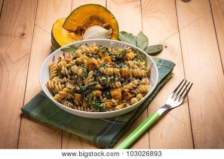 Pasta with spinach and pumpkin