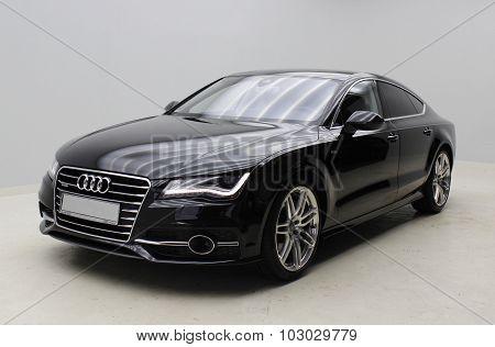 Black Audi A7 - limousine