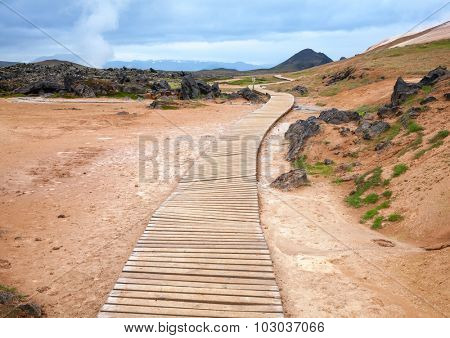 Wooden boardwalk at the Leirhnjukur hiking trail in Iceland