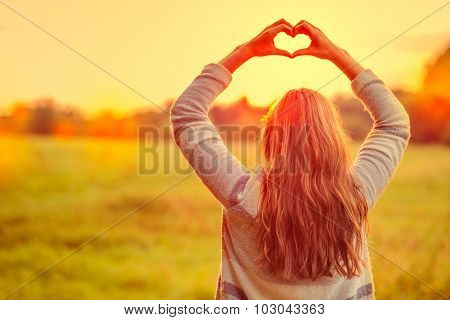 female making symbol for loving the season