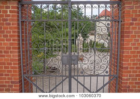 old design iron gate details