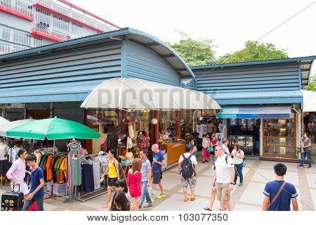 Tourist shopping in Chatuchak weekend market