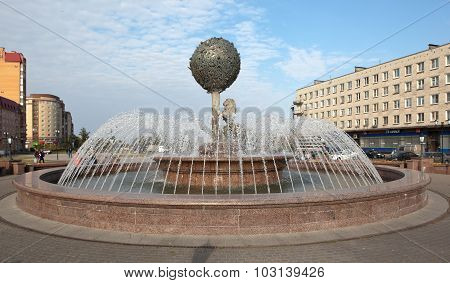 LOMONOSOV, RUSSIA - SEPTEMBER 24, 2015: Photo of Fountain - the symbol of the city.