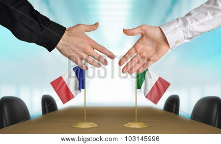 France and Italy diplomats agreeing on a deal